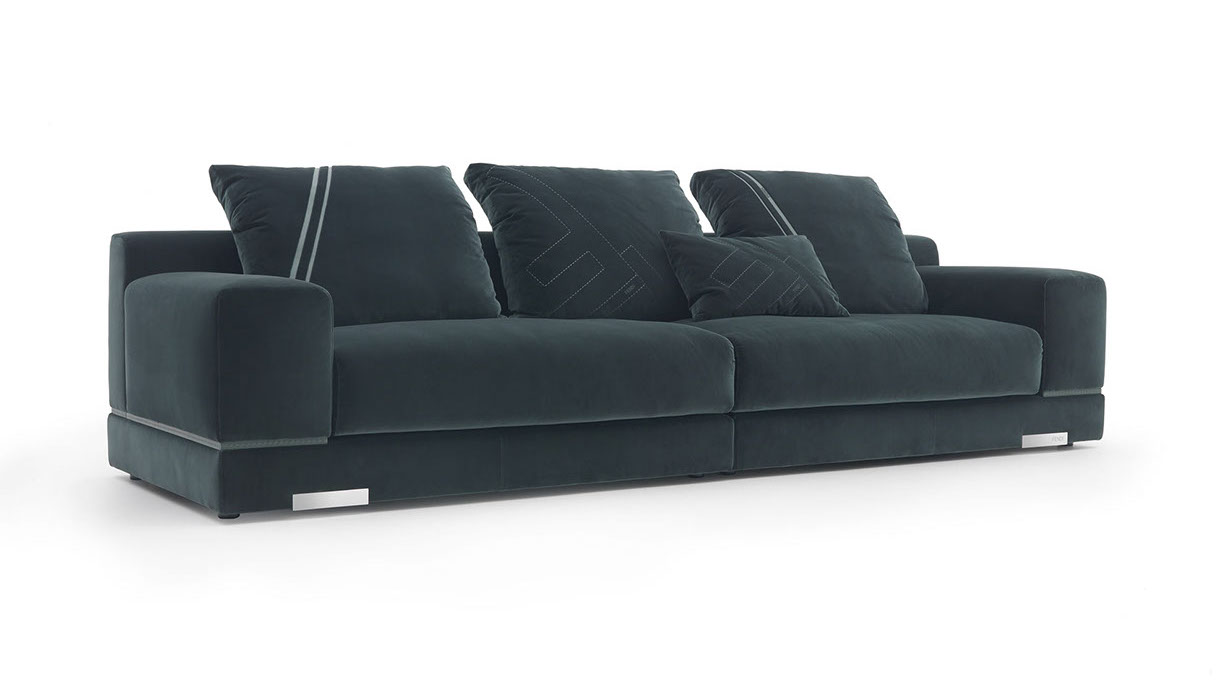Defined by a linear and elegant profile, the Madison sofa is an invitation to relax. The broad armrests, low-set respect to the seat back, are as soft as the precious seat upholstered in velvet or leather. The design is enhanced by iconic details such as the piping in Selleria highlighting the shapes, or the refined elements in stainless steel which recall FENDI accessories.