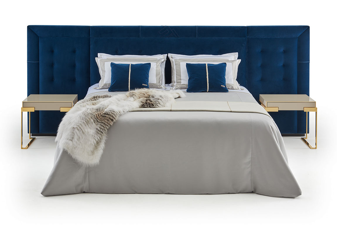 Sumptuous volumes and large dimensions for the Pincio bed, shown here with midnight blue upholstery. It sets itself apart for the impressive headboard finely handcrafted the Aura bedside table .....A luxurious and distinguished set, is defined by a sophisticated linearity inspired by the 1920's.